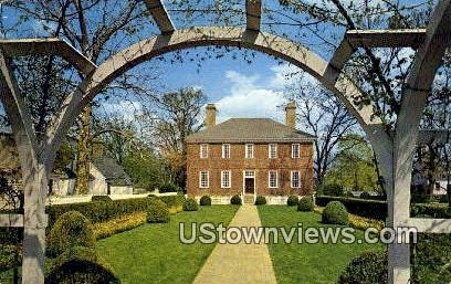 Wythe House Garden  - Williamsburg, Virginia VA Postcard
