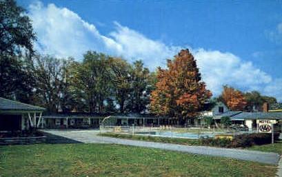 Leon's Knotty Pine Motel - Bennington, Vermont VT Postcard