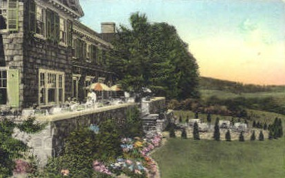Monument Inn - Bennington, Vermont VT Postcard