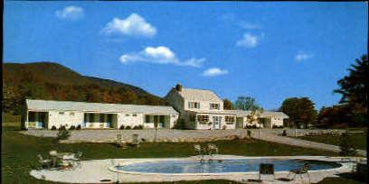 Sunderland Motel - Manchester, Vermont VT Postcard