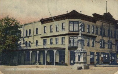 Hotel Yakima - Washington WA Postcard