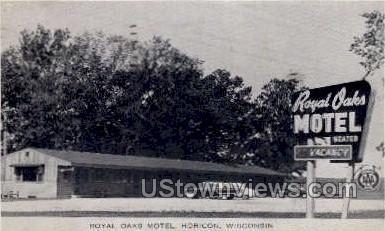 Royal Oaks Motel  - Horicon, Wisconsin WI Postcard