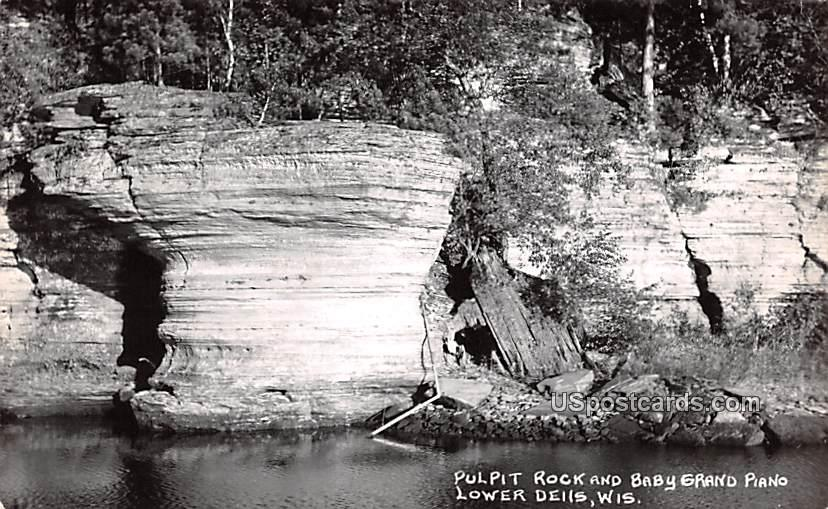 Pulpit Rock and Baby Grand Piano - Lower Dells, Wisconsin WI Postcard