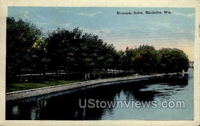 Riverside Drive - Marinette, Wisconsin WI Postcard