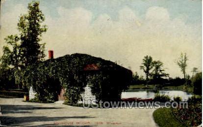 Boathouse Mitchell Park - MIlwaukee, Wisconsin WI Postcard