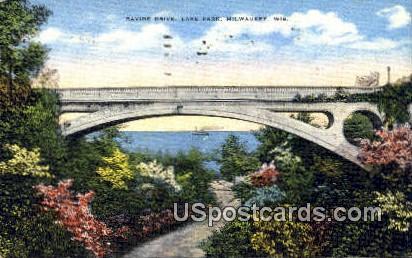 Ravine Drive, Lake Park - MIlwaukee, Wisconsin WI Postcard