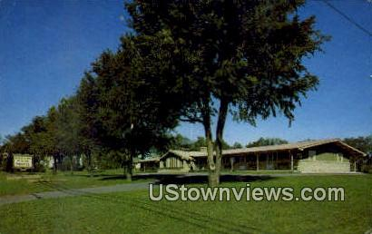 Spinning Wheel Motel - Baraboo, Wisconsin WI Postcard