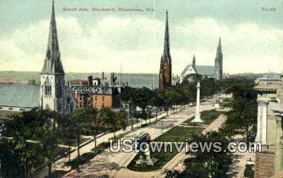 Grand Ave, Boulevard - MIlwaukee, Wisconsin WI Postcard