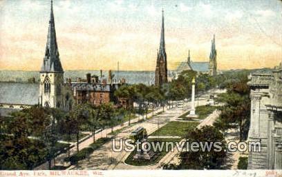 Grand Ave Park - MIlwaukee, Wisconsin WI Postcard