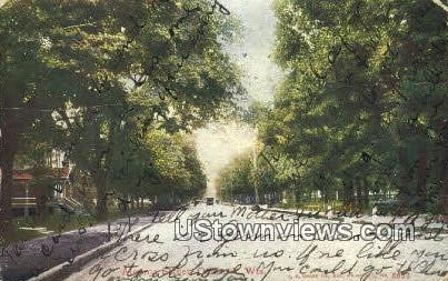 Alforna Street - Oshkosh, Wisconsin WI Postcard