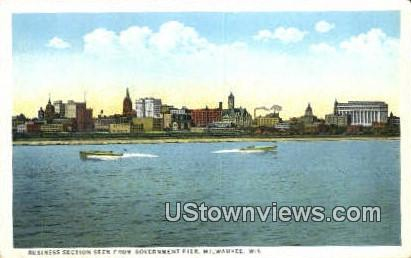 Business Section, Government Pier - MIlwaukee, Wisconsin WI Postcard