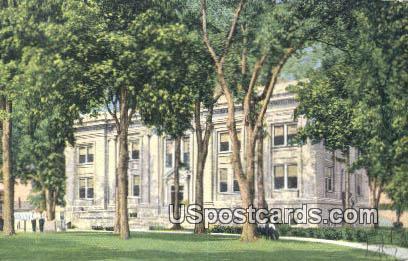 Court House - Baraboo, Wisconsin WI Postcard
