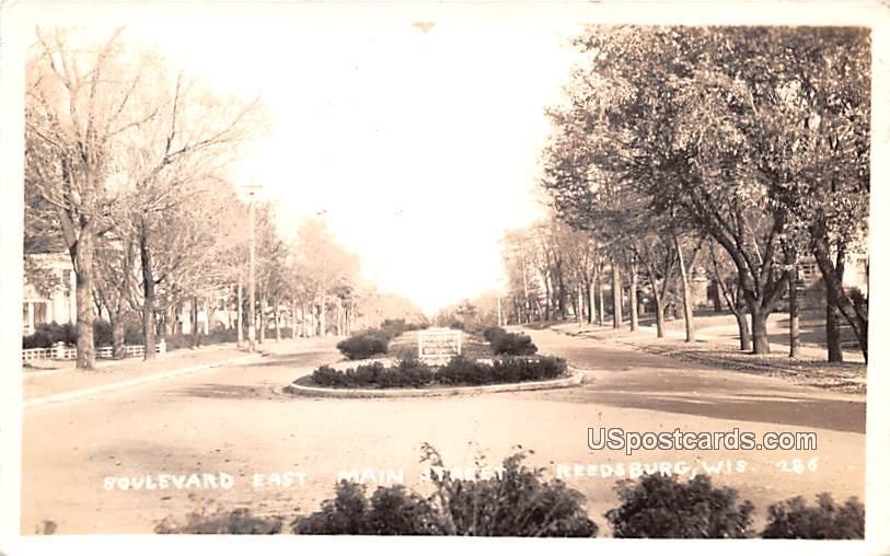 Boulevard East Main Street - Reedsburgh, Wisconsin WI Postcard
