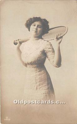 wis002012 - Woman in Sports Artist Signed Postcard