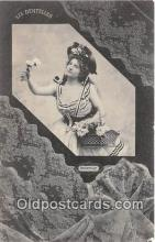 wom001362 - Chantilly Les Dentelles Postcard Post Card