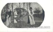 wow001011 - Raking Woman Working Postcard Postcards