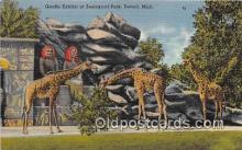 yan110023 - Detroit, Mich, USA Giraffe Exhibit, Zoological Park Postcard Post Card